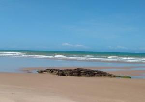 A Praia de Santo Antônio está sempre tranquila e deserta